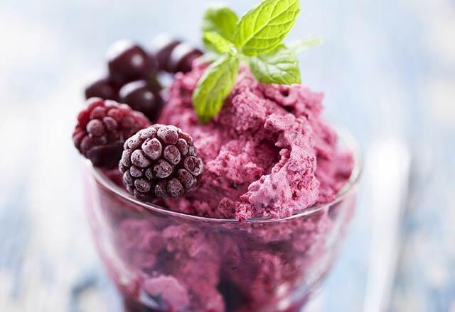 İftar sofrasının kilo aldırmayan tatlı tarifleri