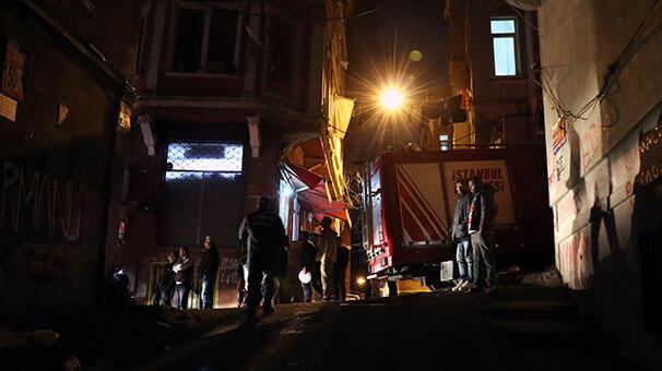 Korkutan yangın Mahalleli sokağa döküldü