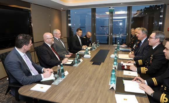 Bakan Akar ile James Jeffreyden İstanbulda kritik görüşme