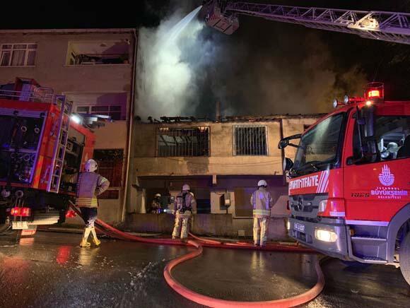 Sultanbeylide korkutan çatı yangını