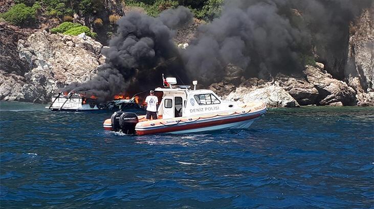 Muğla'nın Marmaris ilçesinde lüks bir teknede çıkan yangına Sahil Güvenlik denizden, orman yangın helikopteri havadan müdahale etti. ile ilgili görsel sonucu