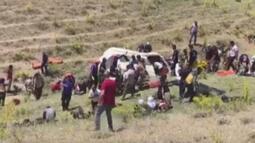 Göçmenleri taşıyan minibüs takla attı! Ölü ve yaralılar var