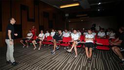 Beşiktaşlı futbolculara yeni kurallarla ilgili bilgilendirme yapıldı