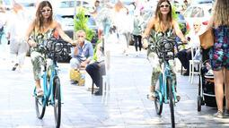 Sahilde bisiklet keyfi