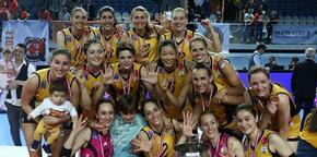 VakıfBank şampiyonluk kupasını kaldırdı!