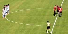 Tarsus'ta futbolculardan yönetime protesto!
