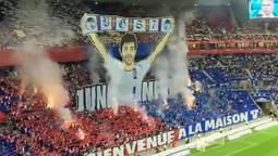 Lyon taraftarlarından, Juninho'ya 'Hoş geldin' mesajı...
