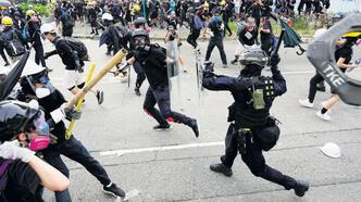 Hong Kong'da eylemcilere yine sert müdahale
