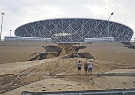 Dünya Kupası stadı şimdiden çökmeye başladı!