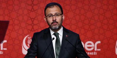 Bakan Kasapoğlu, milli güreşçileri kutladı