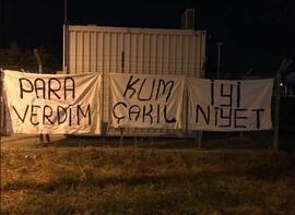 Bursaspor taraftarından Başkan Ali Ay'a pankartlı tepki...