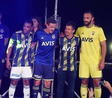 Fenerbahçe'de formalar tanıtıldı