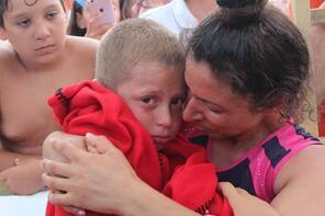 Öğretmen anne, kaybolan oğlu bulununca sevinç gözyaşı döktü