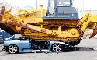Ferrari'yi paramparça ettiler!