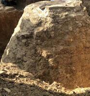 Tarlasında 200 yıllık tahıl ambarı buldu!