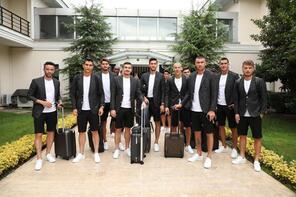 Beşiktaşlı futbolcular şıklıklarıyla dikkat çekti...