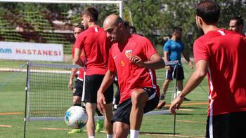 Kayserisporda oyuncular ayak voleybolu oynadı