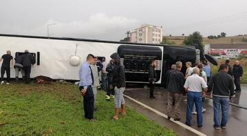 Yolcu otobüsü devrildi!