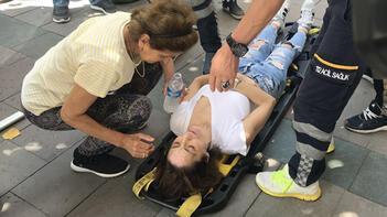 İstanbul'da kaldırımda yürüyen genç kadına büyük şok! Başına taş yağdı