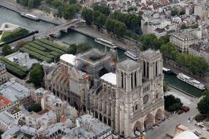 Notre Dame'da restorasyon başladı
