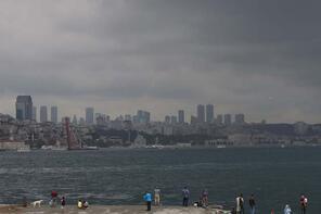 İstanbul'da gün ortasında hava karardı