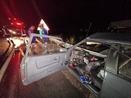 Erzincan'da otomobil bariyerlere saplandı: 1 ölü