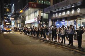 Görüntüler Hong Kong'tan! 45 kilometrelik insan zinciri oluşturdular