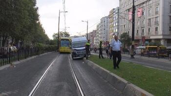 Fındıkzade'de minibüs tramvay yoluna girdi; Seferler durdu
