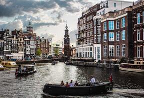 Turistlerden bıkan şehirler