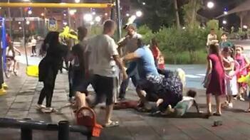 Çocuk parkında saç saça kavga ettiler!