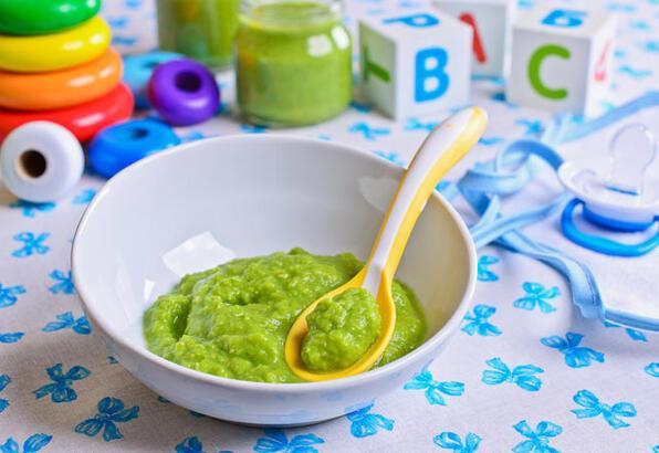 Püre yemekler, bebeklerin dil gelişimini olumsuz etkiliyor