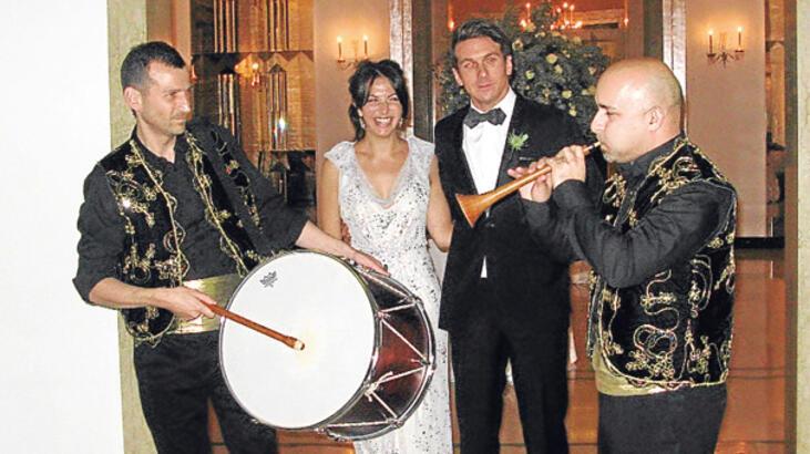 Kralların otelinde davullu zurnalı bir Türk düğünü