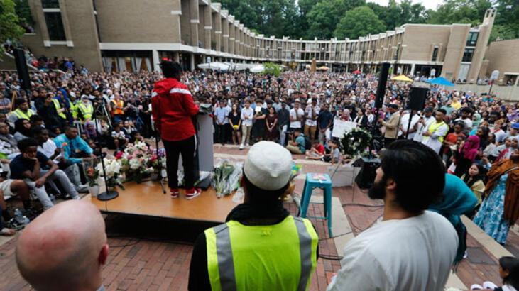 ABD'de katledilen Müslüman genç kız için binlerce kişi toplandı