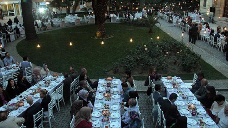 Fransız Sarayı kapılarını iftar yemeği için açtı