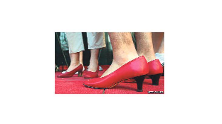 Topuklu ayakkabı erkek işiymiş!
