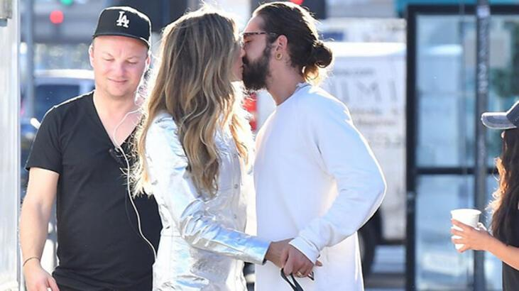 Set arasında aşk öpücüğü!