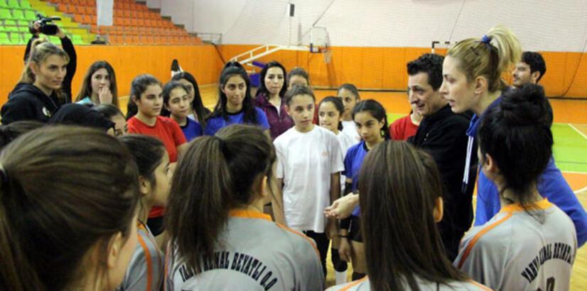 Filenin Sultanları, öğrencilerle voleybol oynadı!