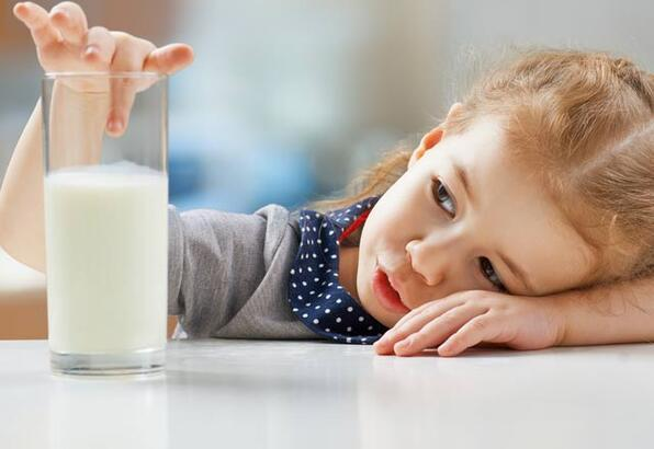 Çocuklara sütü nasıl sevdirebiliriz?