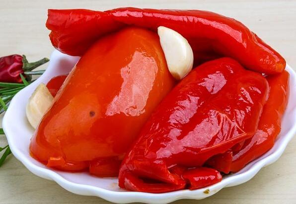 Közlenmiş kırmızı biber turşusu tarifi
