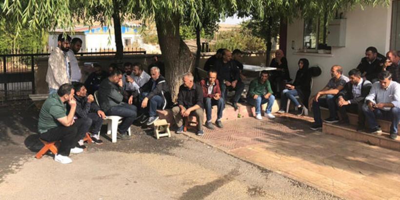 Elazığspor personelinden oturma eylemi
