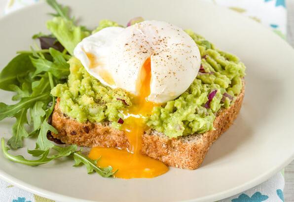 Avokadolu poşe yumurta tarifi
