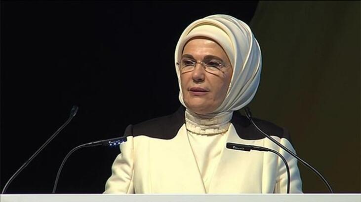 """Emine Erdoğan'a """"Fark Yaratan"""" ödülü verildi"""