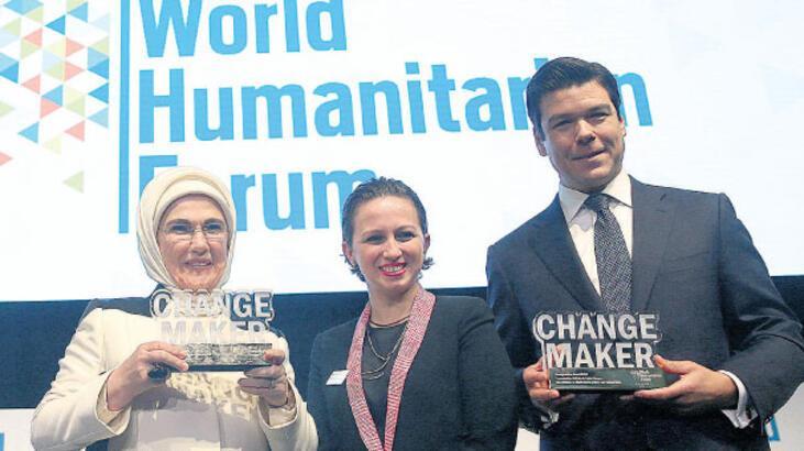 Emine Erdoğan'a 'Fark Yaratan' ödülü verildi