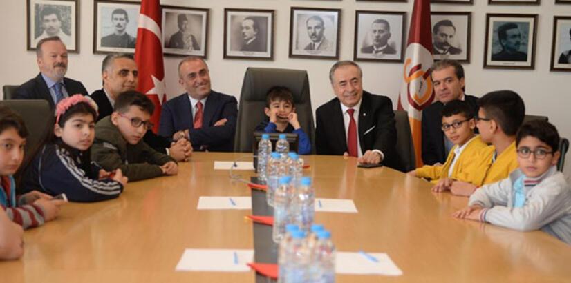 Galatasaray, şehit ve gazi çocuklarını ağırladı