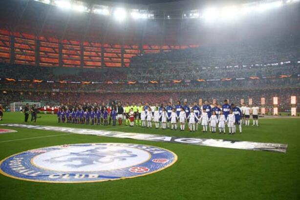 Chelsea kazandı, Mesut Özil yıkıldı!