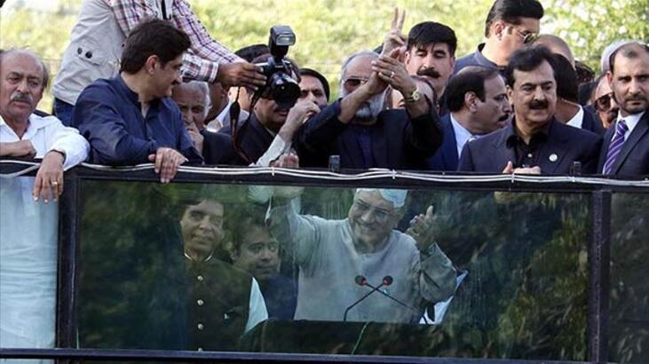 Pakistan'da 'darağacından hapishaneye' siyasi liderlik