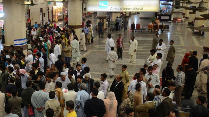 Pakistan'da havalimanında silahlı saldırı