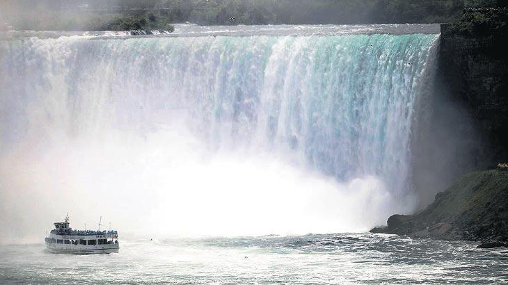 Niagara Şelalesi'nde mucize kurtuluş