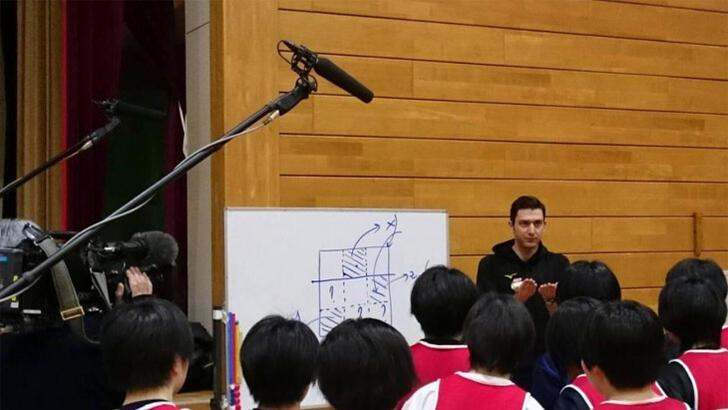 Ferhat Akbaş'tan Japon çocuklara kariyer yardımı