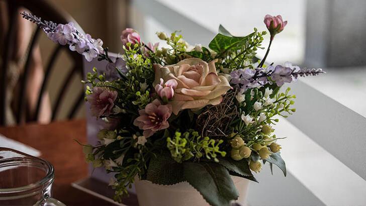 Yapay çiçekler nasıl dekore edilir?